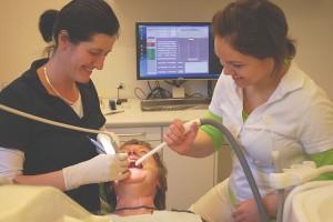 Tannlege 640px-Dentist.2